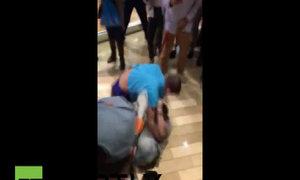 Người Mỹ đánh nhau trong trung tâm mua sắm