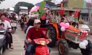 Đám cưới rước dâu bằng máy cày gây sốt ở Nghệ An