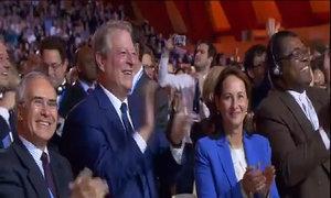 Đại biểu các nước vỗ tay mừng thoả thuận lịch sử về biến đổi khí hậu