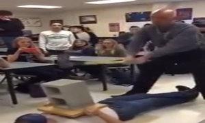 Thầy giáo bị búa đập đúng chỗ hiểm