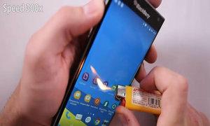 BlackBerry bị cào xước và đốt lửa để thử độ bền