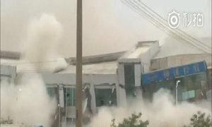 Khoảnh khắc tòa nhà sụp đổ trong vụ lở đất ở Trung Quốc