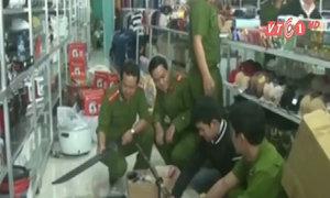 'Kho' vũ khí trong tiệm bách hóa