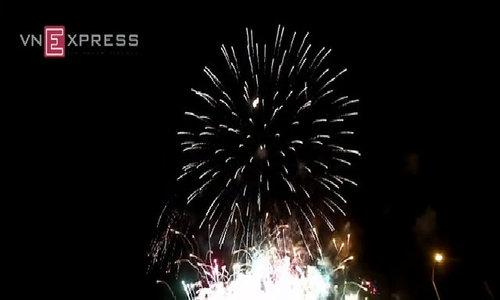Pháo hoa chào năm mới rực trời Đà Nẵng