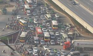 Ùn tắc 4 tiếng vì phân luồng mới ở nút giao đại lộ Thăng Long