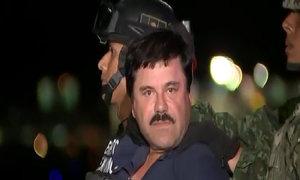 Lính Mexico áp giải trùm ma túy Guzman lên trực thăng