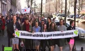 Đàn ông Hà Lan mặc váy phản đối tấn công tình dục