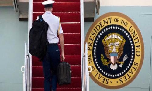 'Quả bóng hạt nhân' - chiếc cặp bí ẩn luôn đồng hành với tổng thống Mỹ