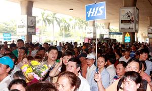 Việt kiều về ăn Tết, Tân Sơn Nhất kẹt cứng người
