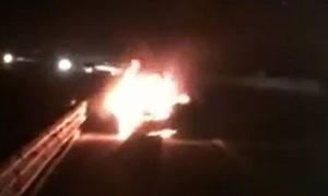Xe sang Lexus cháy dữ dội trên cao tốc Hà Nội - Hải Phòng