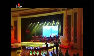 Kim Jong-un và vợ dự hòa nhạc ca ngợi vụ phóng tên lửa