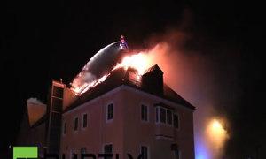 Nhà dành cho người tị nạn nghi bị đốt cháy ở Đức
