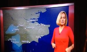Nữ phát thanh viên của BBC ngất xỉu khi đang lên hình