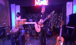 Cậu bé gốc Việt ở New Zealand hát '60 năm cuộc đời'