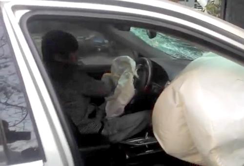 Hình ảnh chứng minh người đàn ông là tài xế chiếc Camry