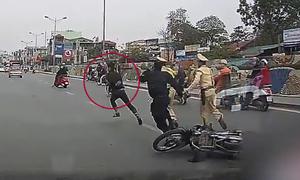Thanh niên tông ngã cảnh sát cơ động rồi chạy trốn
