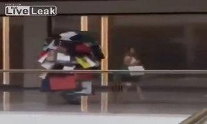 Khi chàng theo chân nàng đi mua sắm