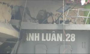 Tàu thủy 'đội' cầu trăm tỷ, giao thông tê liệt