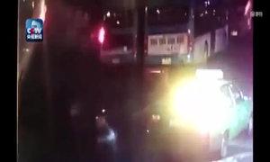Hố tử thần nuốt chửng xe bus