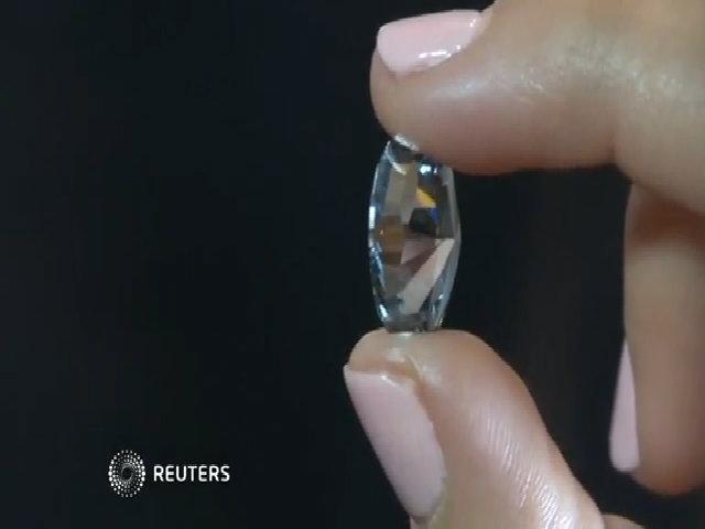 Đấu giá viên kim cương xanh lam lớn nhất thế giới