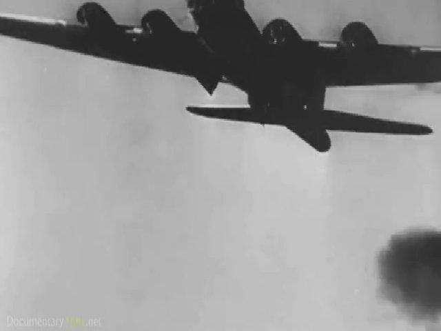 Máy bay Đồng minh trong làn hỏa lực phòng không của phát xít Đức