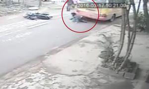 Cô gái thoát chết thần kỳ, chui ra từ gầm ôtô buýt sau tai nạn
