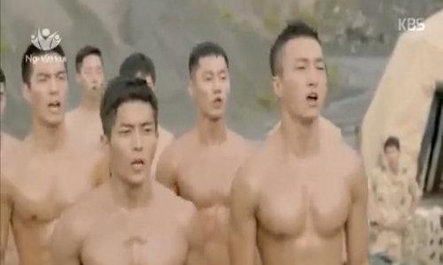 Bác sĩ Kang khó chịu khi đại úy Yoo cản đường ngắm trai đẹp