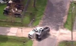Cướp xe bán tải gây tai nạn