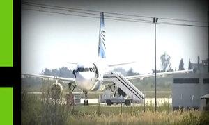 Con tin trên máy bay Ai Cập trốn qua cửa buồng lái