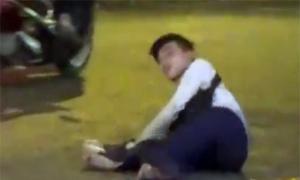 Bắt quả tang thanh niên giả bị liệt xin tiền ở chợ Bến Thành