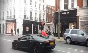 Lamborghini Aventador gặp nạn tại London, Anh