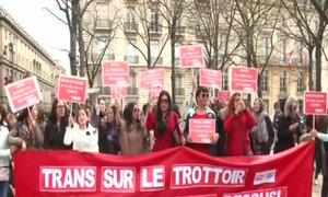 Người bán dâm biểu tình ngoài Quốc hội Pháp