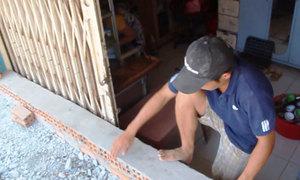 Hàng chục căn nhà biến thành 'hầm' sau khi nâng đường