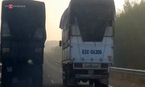 Hai xe tải chạy đua trên cao tốc Long Thành - Dầu Giây