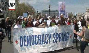 Hàng trăm người biểu tình trước quốc hội Mỹ
