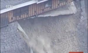 Lâu đài Kumamoto bị tàn phá trong động đất