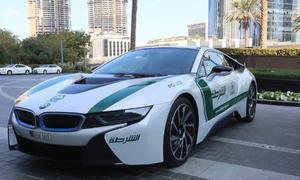 Cảnh sát lái siêu xe đi làm hàng ngày
