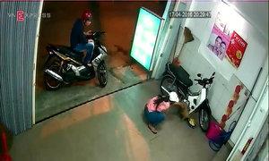 Đôi nam nữ bắt trộm con chó 15 triệu đồng ở Sài Gòn