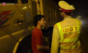 Hàng chục xe quá tải, rơi vãi vật liệu bị phạt trong đêm