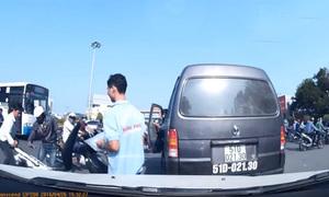 Người Sài Gòn giúp nam thanh niên cứu xe máy bất ngờ bốc cháy