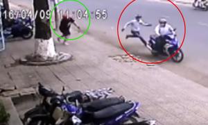Chủ nhà rượt 2 tên trộm xe máy chạy bạt mạng