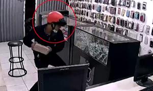 Băng trộm 4 tên tung hoành, vơ vét tiệm điện thoại