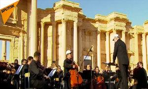 Bạn thân Putin biểu diễn giữa thành phố Syria đổ nát
