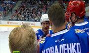 Putin trượt ngã khi chơi hockey