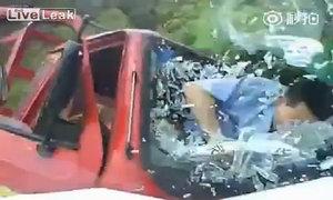 Xe lam đối đầu xe tải