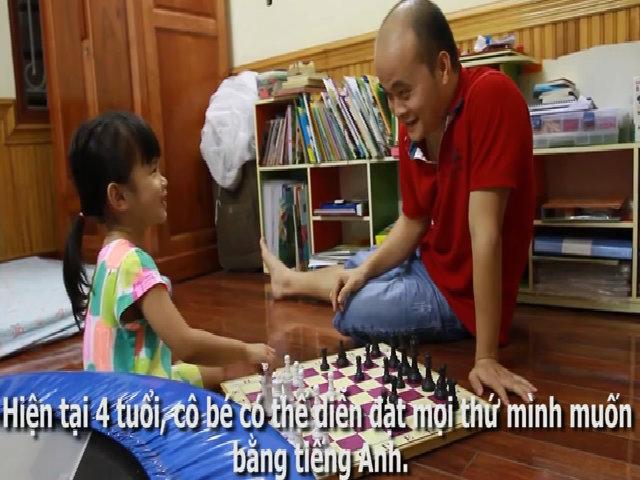 Bé gái 4 tuổi giao tiếp với bố hoàn toàn bằng tiếng Anh