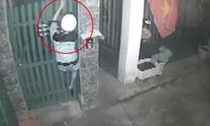 Trộm trèo tường vào nhà bắt 6 con chim trị giá 18 triệu đồng