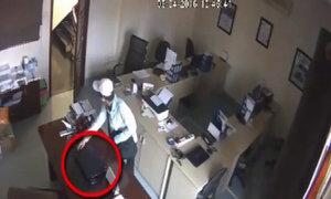 Trộm vào phòng làm việc 'dọn sạch' laptop