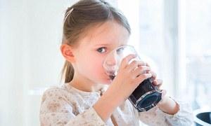 Cơ thể nạp vào chất gì khi uống một lon nước ngọt