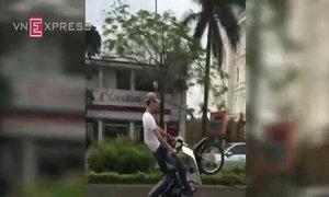 Bốc đầu xe máy vì sĩ diện với bạn Facebook